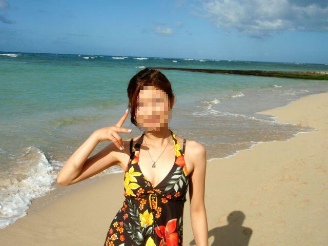 ハワイ ワイキキビーチと妻