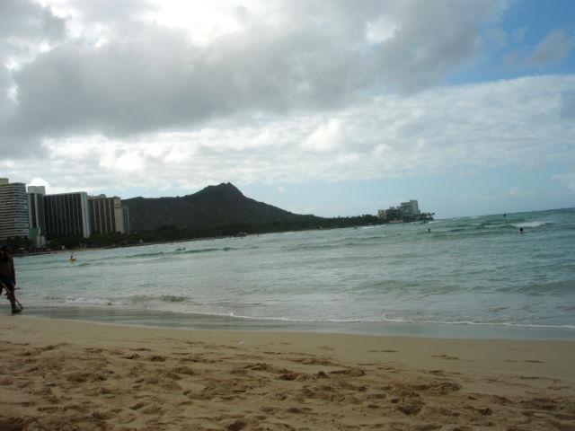 ハワイ ワイキキの海が曇ってきた