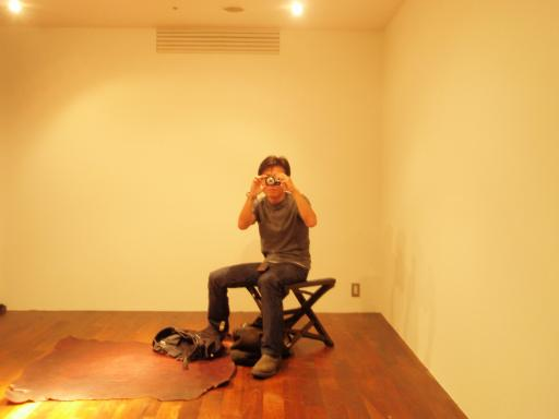 CHROME HEARTS OSAKAのフィッティングルームで写真を撮るsanasuke