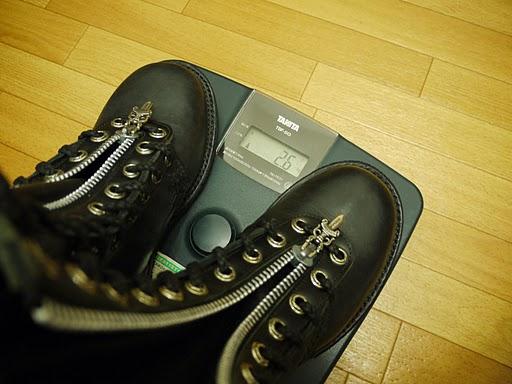 クロムハーツのブーツの重さ