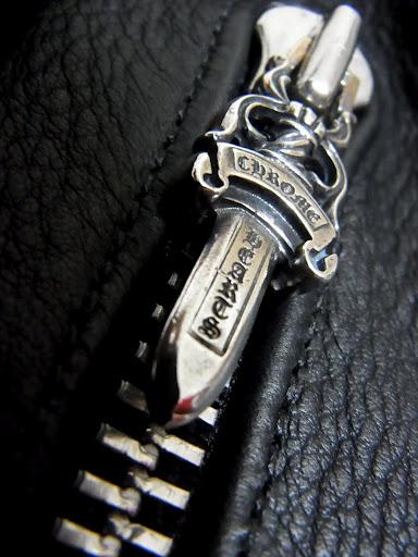 クロムハーツ ハンティングジャケットの内ポケットに付いたダガー