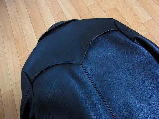 クロムハーツ ハンティングジャケットのバックスタイル ショルダー