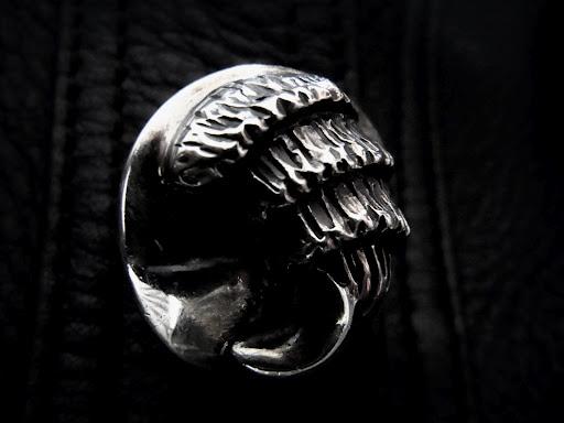 クロムハーツ ハンティングジャケットのクローボタン