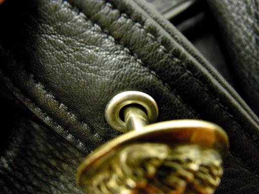 クロムハーツ ハンティングジャケットのボタン