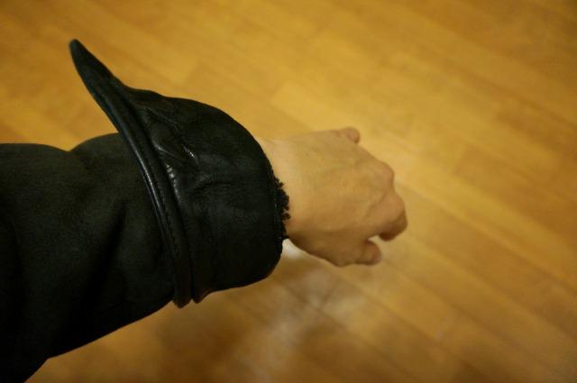 クロムハーツのアウターの袖を折る