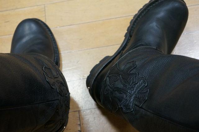 CHROME HEARTSのブーツとレザーパンツ