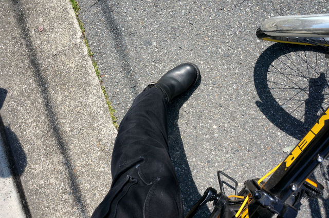 ハマーの自転車とCHROME HEARTS