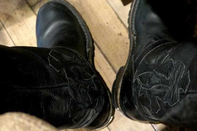 クロムハーツのレザーパンツとブーツ