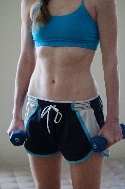 女性も筋トレで肉体改造