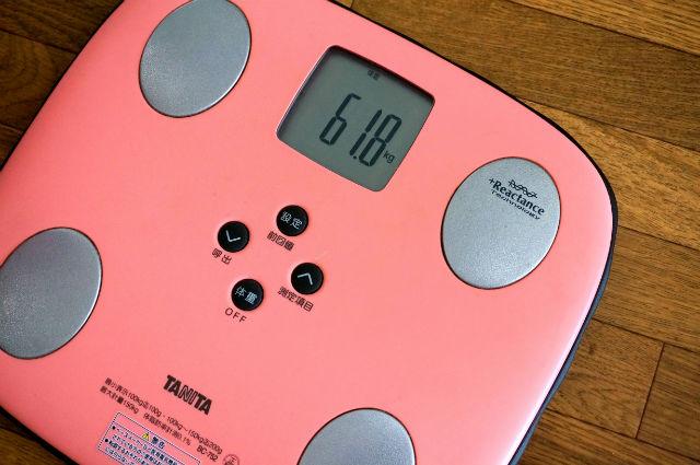 体重計61.8kg