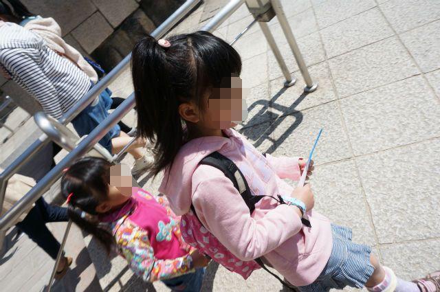大阪城を見学するムスメたち