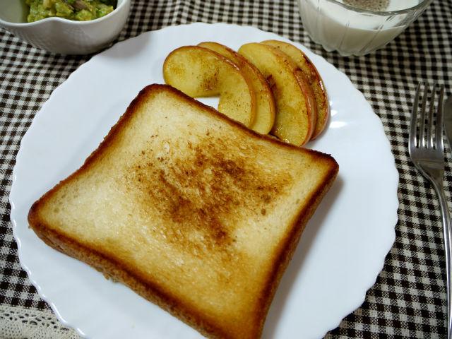 食パンとリンゴのココナッツオイルソテー