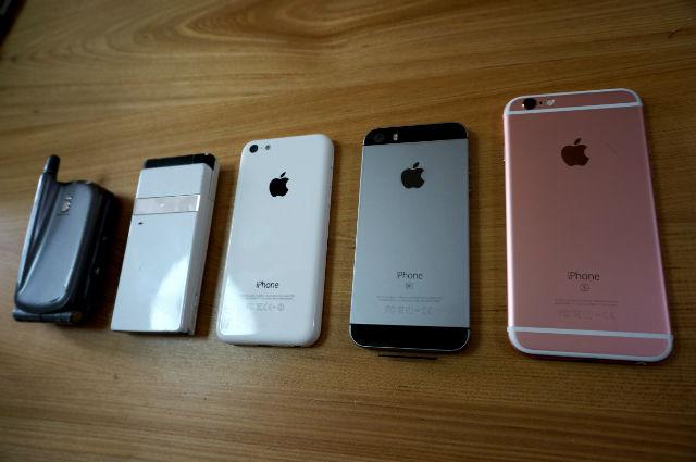 「iモードのやつ」「ドコモのガラケー」「iPhone5c」「iPhoneSE」「iPhone6s」