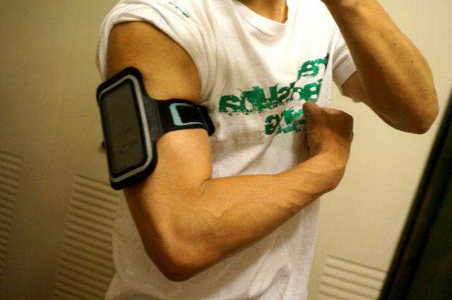ランニング用iPhoneケース腕に巻く
