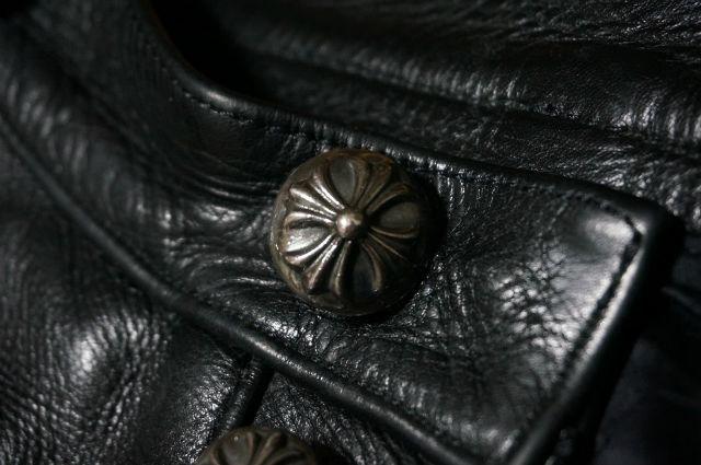 クロムハーツ レザーパンツのボタン