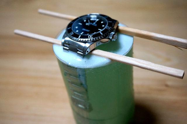 ポリデントで時計のベルトを洗浄