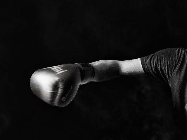 ボクシング 右ストレート